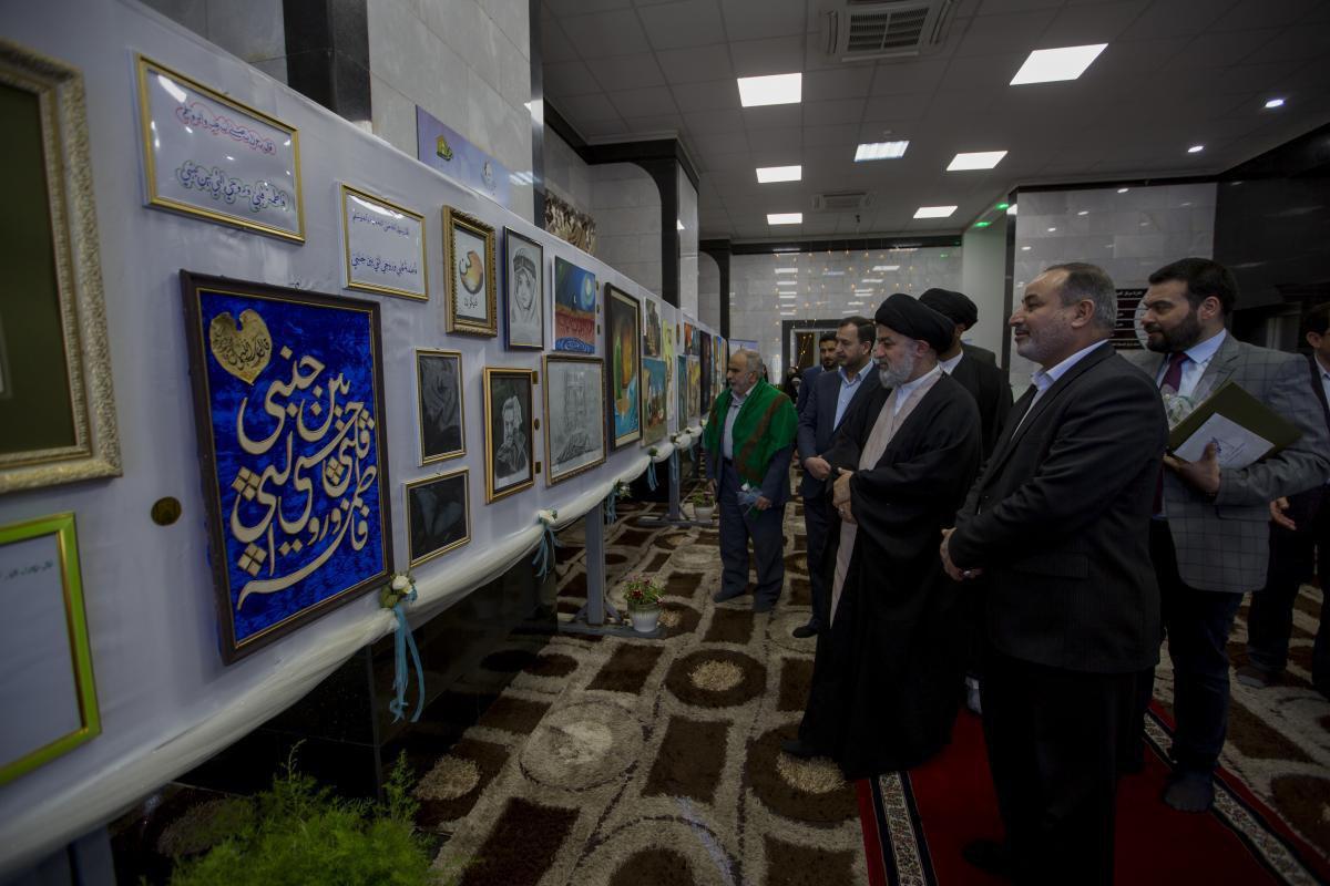 تصویر نمایشگاه خطاطی و طرحهای اسلیمی و هنرهای تجسمی در کربلا