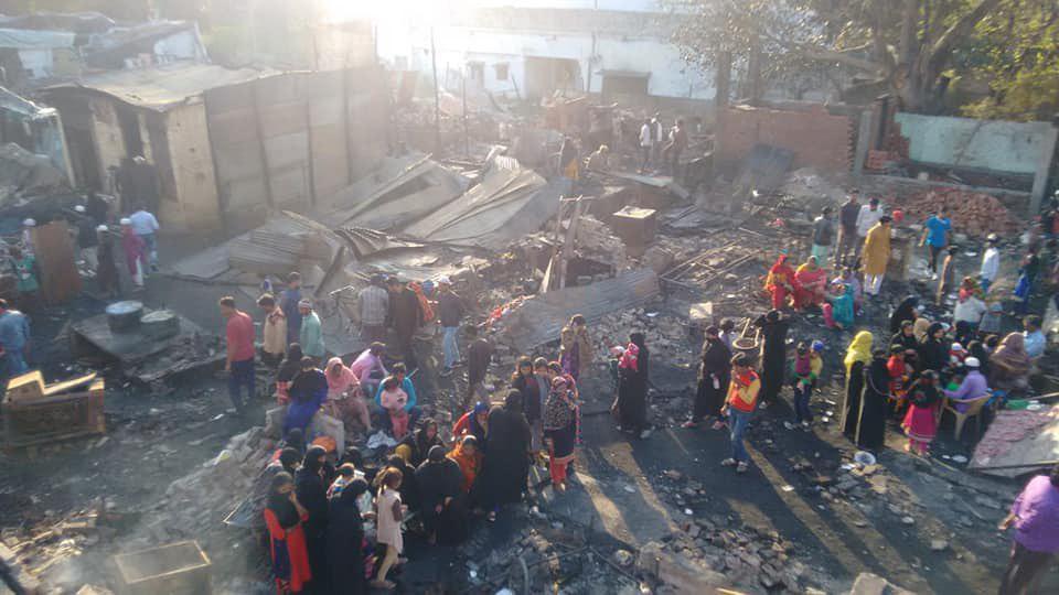 تصویر خشونت ها علیه مسلمانان در هندوستان؛  ۲۰۰ منزل مسکونی مسلمانان در میروت به آتش کشیده شد
