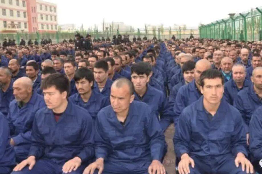 تصویر چین: کمپهای آموزشی مسلمانان برچیده میشود