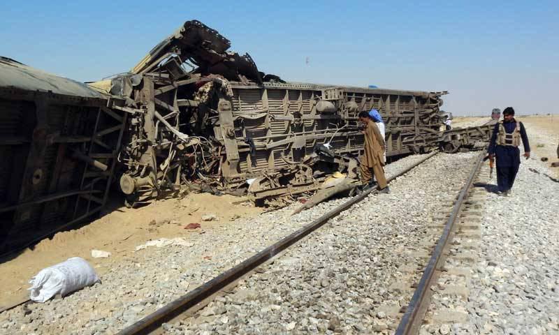 تصویر انفجار بمب در مسیر قطار مسافربری در پاکستان