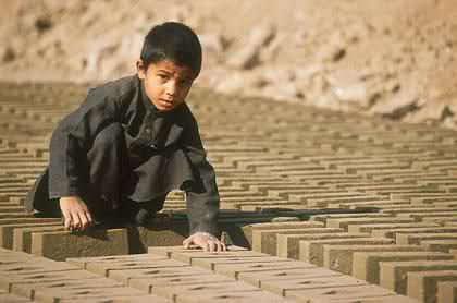 تصویر کودکان افغان بيشترين آسيب را از جنگ افغانستان ديده اند