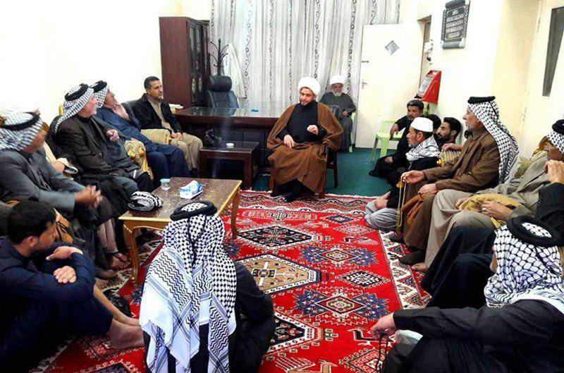 تصویر حضور کاروانی از شهر بصره در مرکز روابط عمومی دفتر مرجعیت در شهر مقدس کاظمین