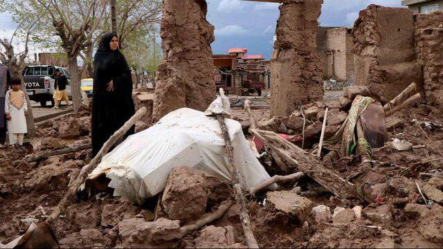 تصویر سیل در افغانستان جان ۱۴۷ تن را گرفت