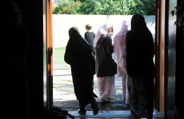 تصویر مشکلات دانش آموزان مسلمان در فرانسه