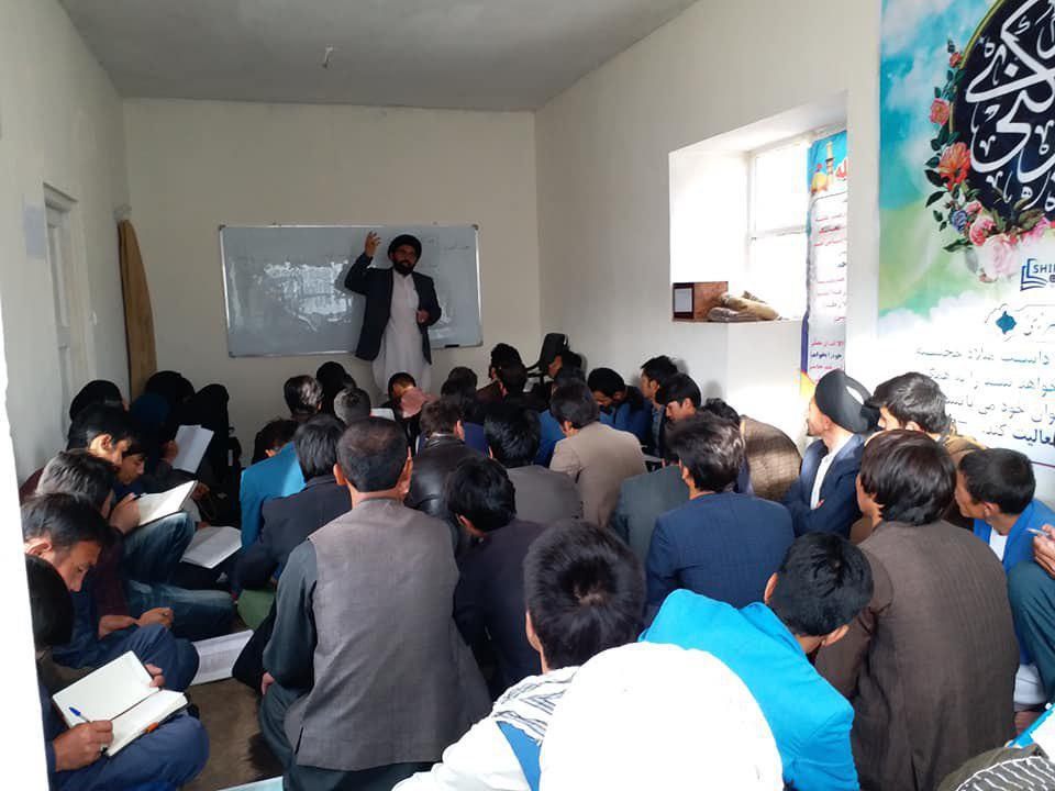 تصویر دوره آموزشی نهج البلاغه در دفتر مرجعیت شیعه در ولایت بامیان افغانستان