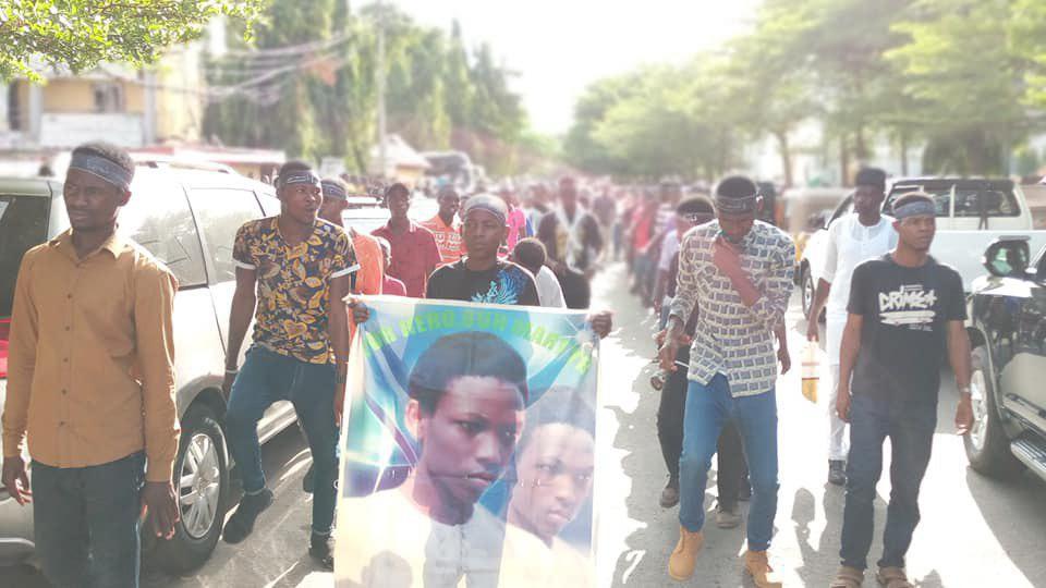 تصویر حمله نيروهاي حكومتي نیجریه به معترضان شیعه