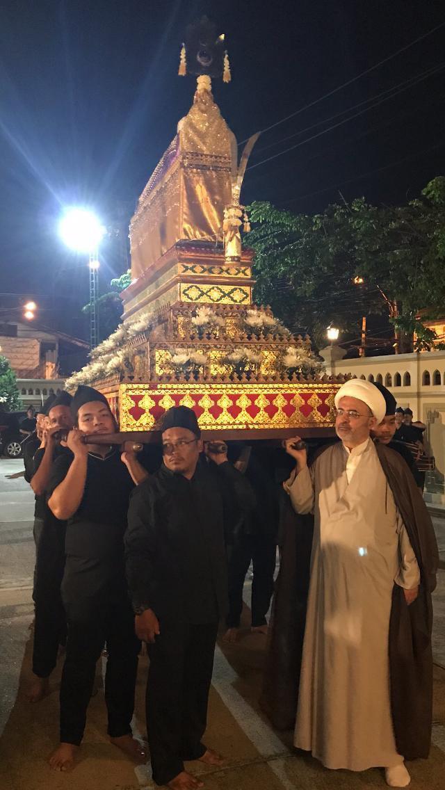 تصویر برپایی دسته عزای شیعیان در سوگواری شهادت امیرالمومنین علیه السلام در پایتخت تایلند