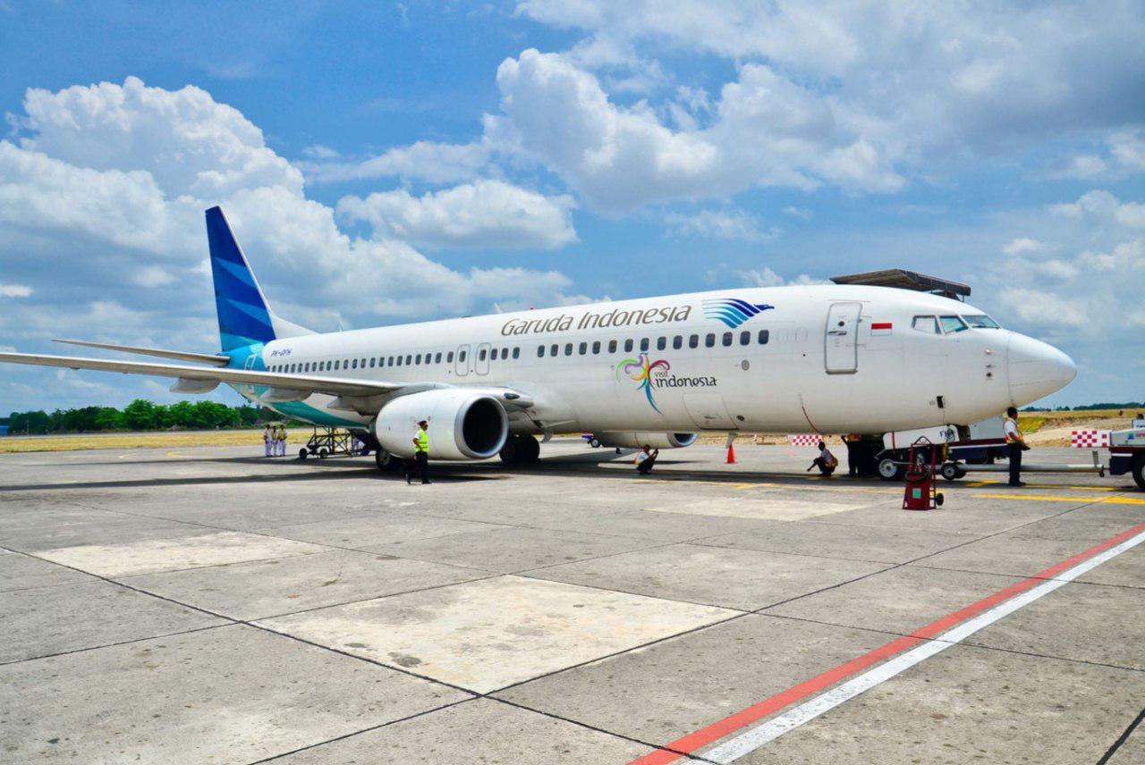تصویر خطوط هواپیمایی اندونزی در رمضان به مسافران قرآن میدهد