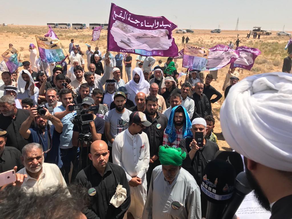 تصویر تجمع شیعیان در نزدیکترین نقطه مرزی عراق و عربستان در روز جهانی بقیع