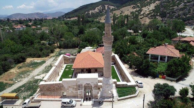 تصویر پایان بازسازی مسجد ۷۰۰ ساله در آنتالیای ترکیه