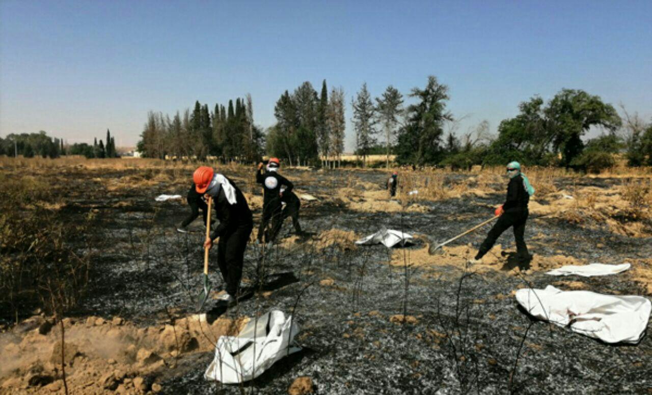 تصویر کشف گور جمعی حاوی ۱۹۰ قربانی داعش در رقه سوریه
