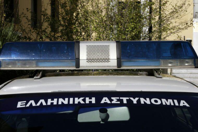 تصویر دستگیری سه مسلمان به جرم ساخت نمازخانه در یونان