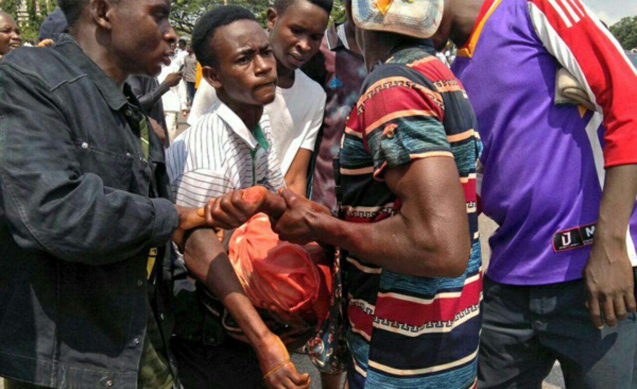 تصویر تیراندازی به راهپيمايى در نیجریه و شهادت دستکم 3 تن از شیعیان