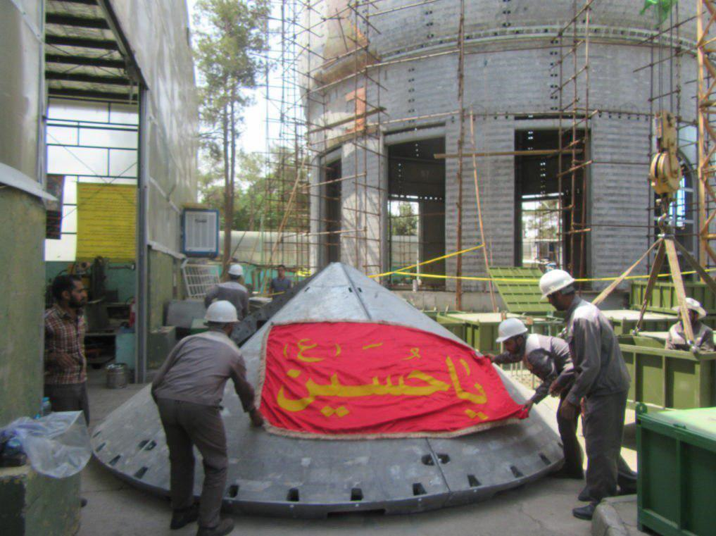 تصویر گنبد جدید حرم امام حسین علیه السلام برای انتقال به کربلا آماده میشود