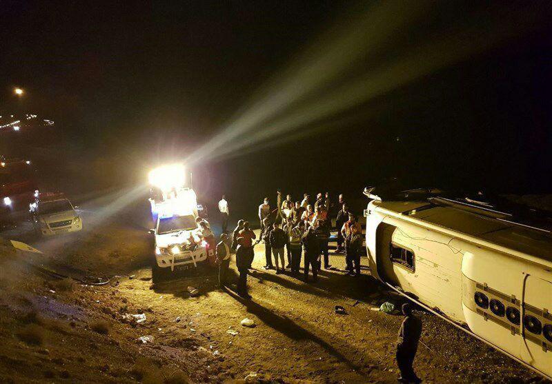 تصویر ۲۲ مصدوم در واژگونی اتوبوس زائران عراقی در لرستان