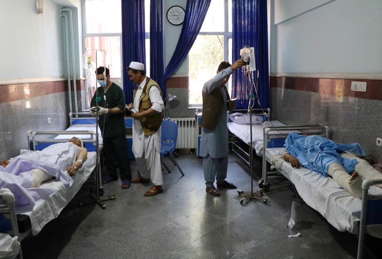 تصویر بیش ۵۰ قربانی غیر نظامی در انفجار مین در هرات افغانستان