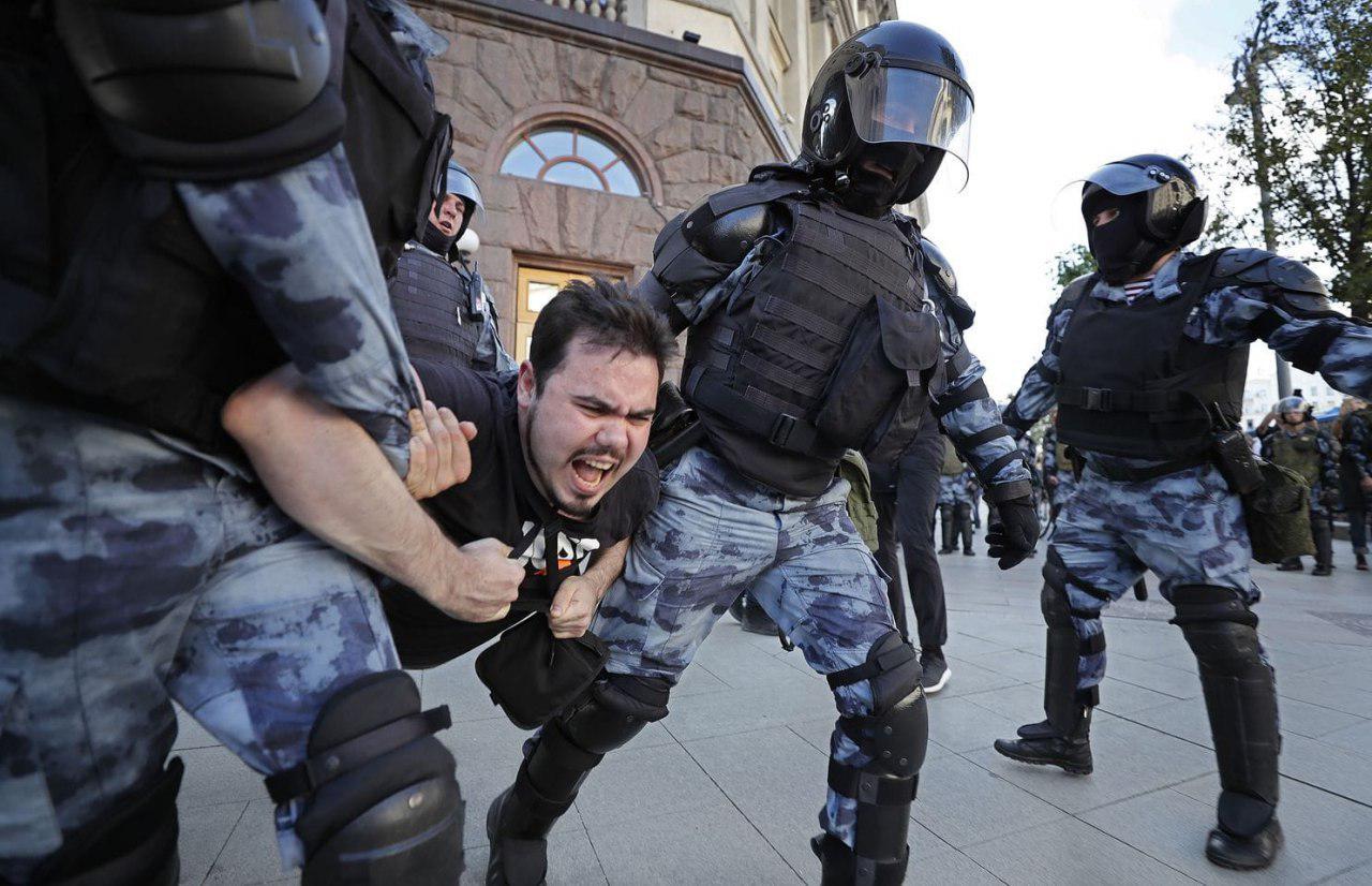 تصویر مسلمان آزاده: روسیه بازداشت شدگان را آزاد کند