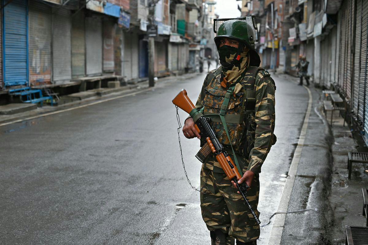 تصویر هند ۴ هزار نفر را در کشمیر بازداشت کرده است