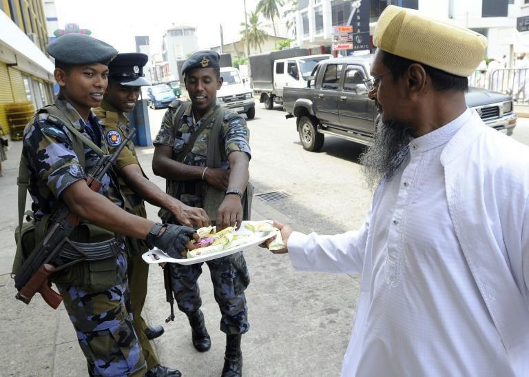 تصویر حفاظت پلیس سریلانکا از گردهمایی ۲۵ هزار نفری شیعیان در دهه اول محرم