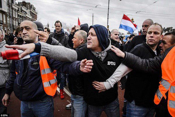 تصویر ممنوعیت تظاهرات اسلام ستیزان در نزدیکی مساجد آیندهوون هلند