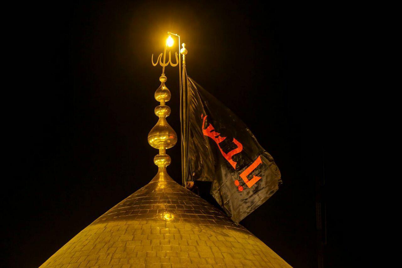 تصویر تعویض پرچم آستان های مقدس حسینی و عباسی