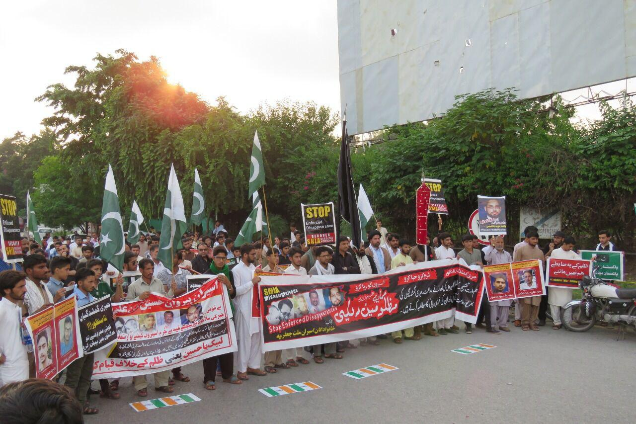 تصویر خانواده های شیعیان ربوده شده پاکستانی خواستار روشن شدن وضعیت فرزندان خود هستند