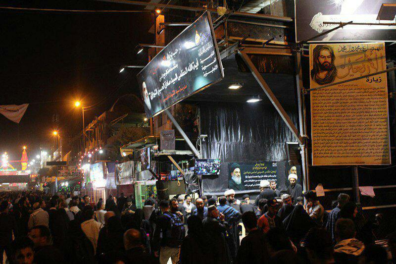 تصویر استقبال پر شور زائران و فعالان شیعی سراسر جهان از بعثه مرجعیت شیعه در شهر مقدس کربلا