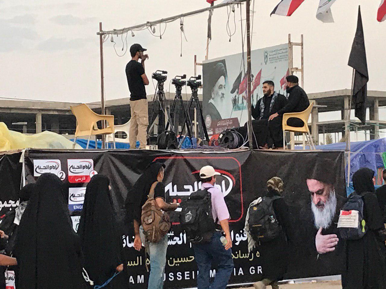 تصویر پخش ویژه برنامه های اربعینی مجموعه رسانه ای امام حسین علیه السلام از مسیر نجف کربلا