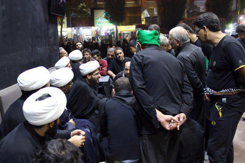 تصویر تشکیل حلقه های پرسش و پاسخ اعتقادی و شرعی در بعثه مرجعیت شیعه