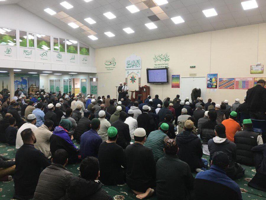 تصویر حضور ۳۰۰ افسر پلیس در مسجد ناتینگهام شایر