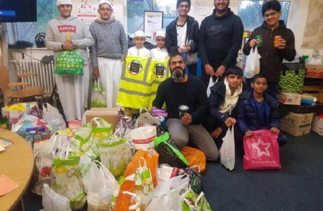 تصویر اتحادیه مساجد دوزبری پروژه «بانک غذایی» را آغاز کردند