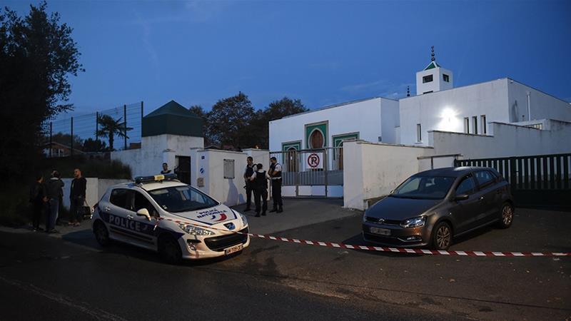 تصویر جزئیات حمله پیرمرد ۸۴ ساله به مسجد بایون فرانسه