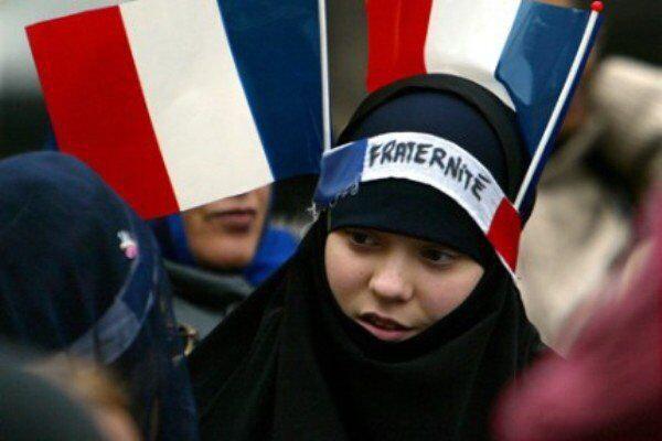 تصویر ممنوعیت حجاب برای مادران دانش آموزان در فرانسه