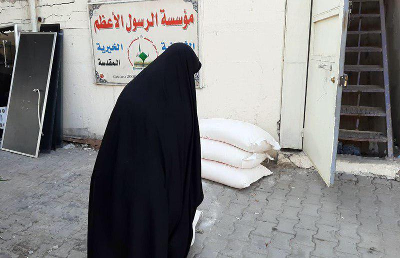 تصویر توزیع کمک های ماهانه به نیازمندان در شهر مقدس کاظمین