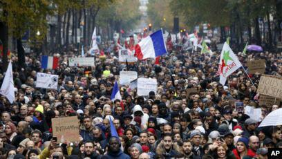 تصویر راهپیمایی علیه اسلامهراسی در فرانسه