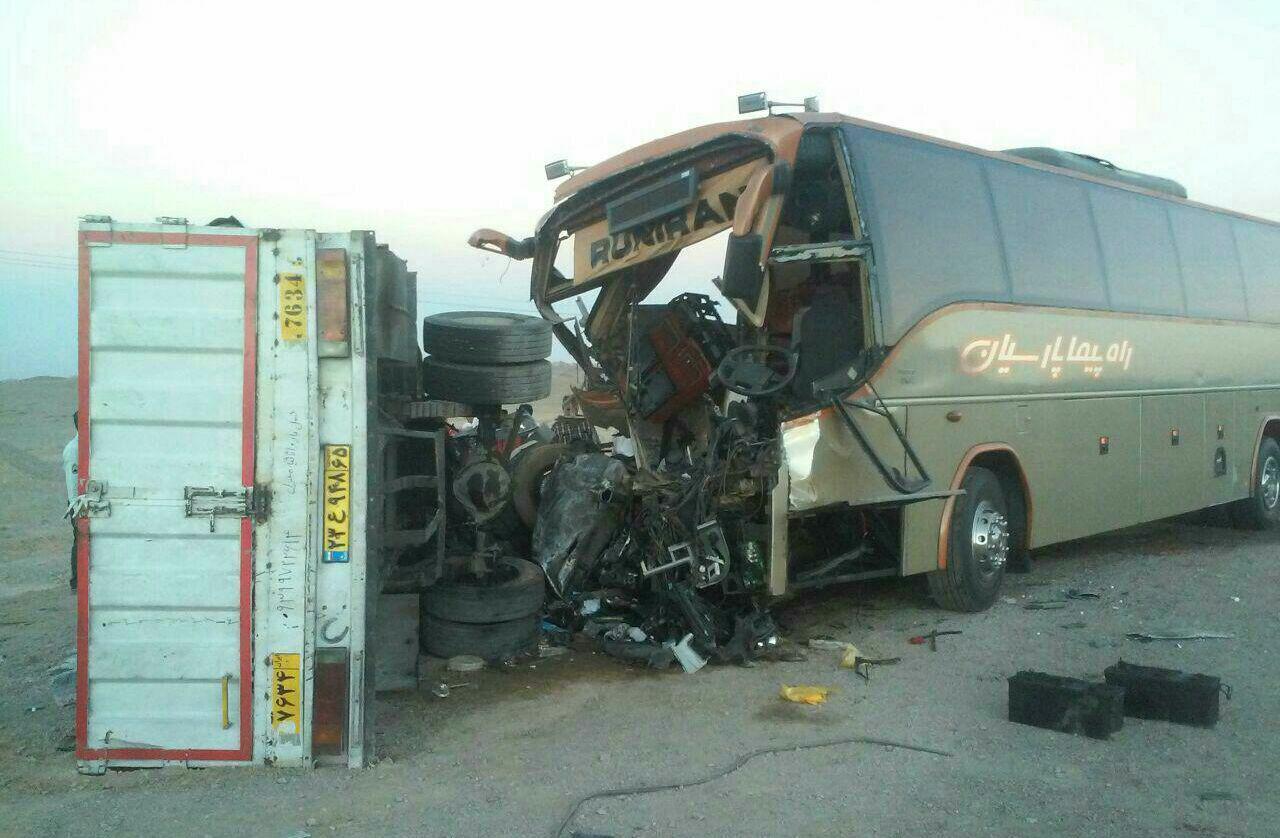 تصویر چهار قربانی در تصادف اتوبوس زائران پاکستانی با کامیون