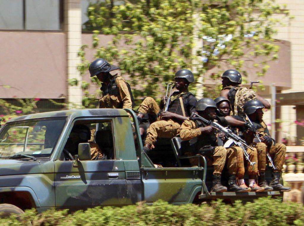 تصویر هلاکت ده ها تروریست در کشور بورکینافاسو