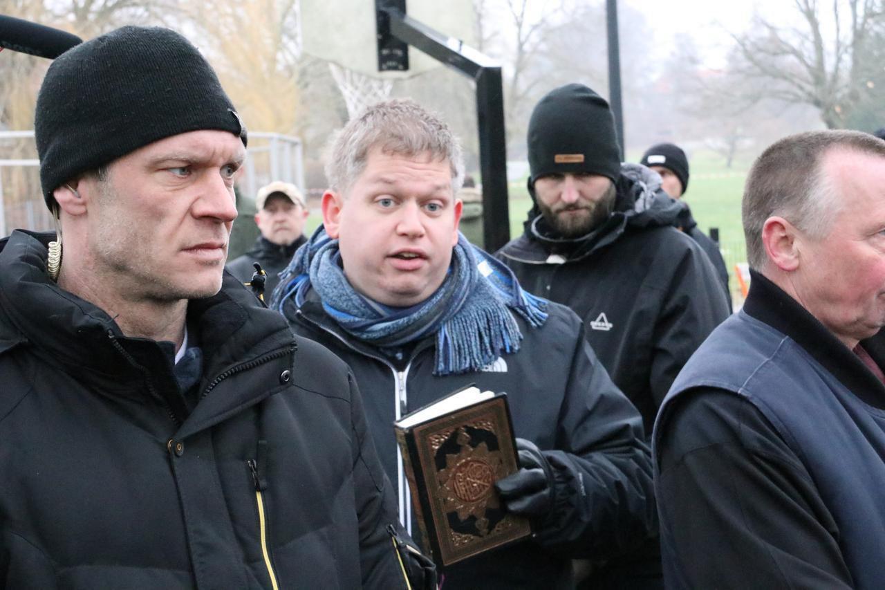 تصویر تلاش برای سوزاندن قرآن در تظاهرات تندروها در کشور اروپایی نروژ