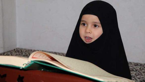 تصویر موفقیت کودک پناهنده سوری در حفظ کل قرآن