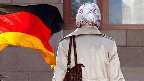 تصویر حمله وحشیانه به دختر 11 ساله محجبه در آلمان