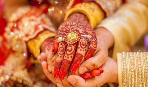 تصویر مسجد کرالا در هند برای خانواده فقیر هندو مراسم ازدواج میگیرد