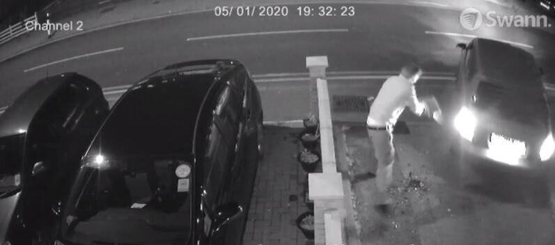 تصویر حمله خصومت آمیز به دو برادر مسلمان در مسجدی در لندن