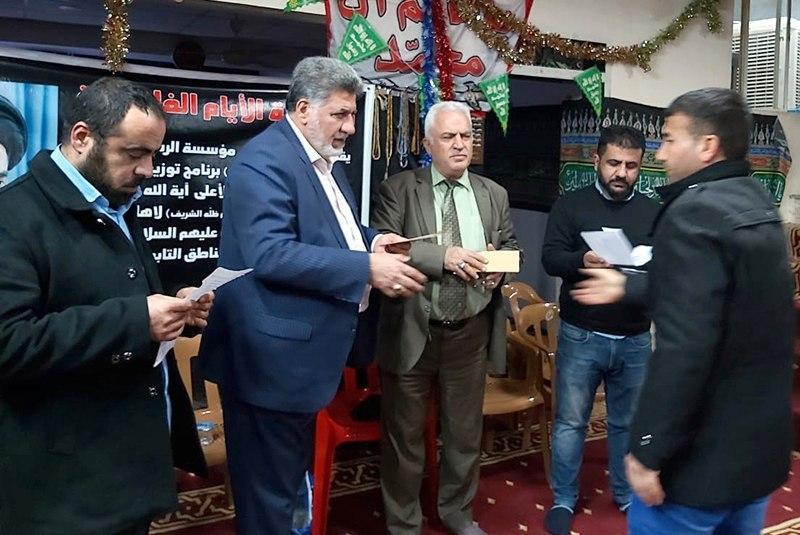 تصویر کمک های دفتر مرجعیت شیعه به آوارگان موصل