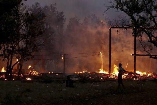 تصویر سوزاندن منازل مسلمانان روهینگیا در میانمار