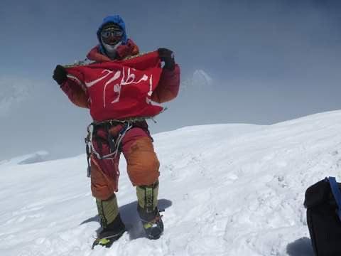 تصویر حضور کوهنورد پاکستانی در دفتر شبكه امام حسين در كربلا