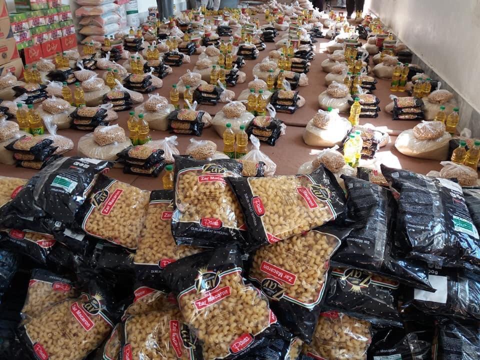 تصویر توزیع بسته های کمکی بین نیازمندان کابل