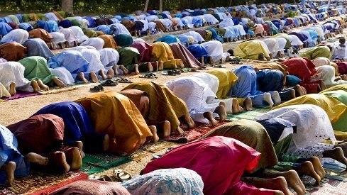 تصویر یک مرکز تحقیقات تخصصی پیش بینی کرد دین اسلام بزرگترین دین جهان در سال ۲۰۶۰ میلادی