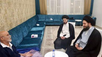 تصویر عیادت فرزند مرجعیت از دو شخصیت اجتماعی کویتی