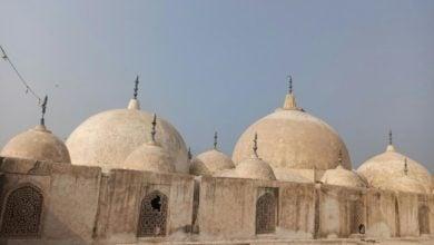 تصویر بازسازی و مرمت گنبد مسجد ۳۰۰ ساله در پاکستان