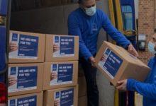تصویر کمک رسانی مسلمانان به نیازمندان لندن در شرایط قرنطینه کرونا